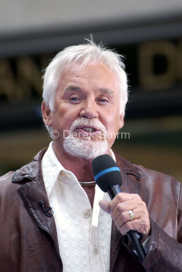 Kenny Rogers performs on the Weekend Today Show, NYC