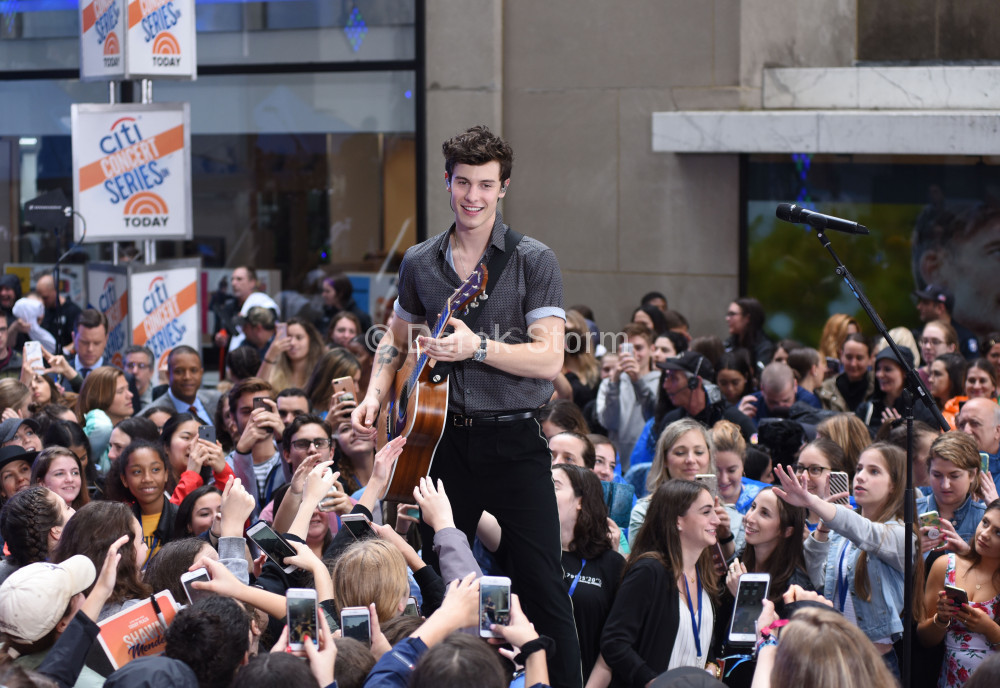 ShawnMendes_06011801a